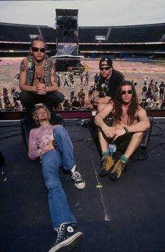 Alice in Chains during the band's soundcheck at the Morumbi Stadium in São Paulo for their show at the Hollywood Rock Festival on January 📷 Joe Giron Scott Weiland, Layne Staley, Chester Bennington, Kurt Cobain, Hollywood Rock, Mike Inez, Mike Starr, Jerry Cantrell, Rock Festivals
