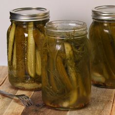 Oh, dill pickles – you either hate 'em or you love 'em, but you can't deny that the transformation of these is a thing of beauty. This recipe for Refrigerator Garlic Dill Pickles will make Making Dill Pickles, Garlic Dill Pickles, How To Make Pickles, Pickled Garlic, Homemade Pickles, Vegetable Dishes, Vegetable Recipes, Homemade Spice Blends, Canning Recipes