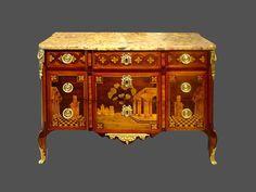 Commode XVIIIème marquetée  de bois précieux.