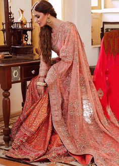 How To Look Classy, How To Look Pretty, Golden Dupatta, Mahira Khan, My Bridal Shower, Pakistani Bridal Wear, Kpop Fashion Outfits, Pakistani Actress, Bride Look