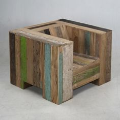 """Great looking chair made from pallet wood that I want to dismantle, create a plan, """"remantle"""" it then give it to the masses. What do you say, should I take this project on? I am also thinking about making a putting green for the new studio too….too many pallets / projects, not enough manpower / time"""