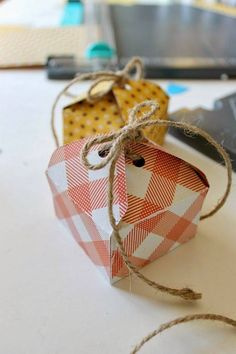 Geschenkverpackungen sind entweder total langweilig oder aber super teuer? Aber nicht doch. Mit unseren 50 tollen Do It Yourself-Ideen lassen sich im Handumdrehen ganz einzigartig kreative Verpackungen für kleine aber auch große Geschenke zaubern.