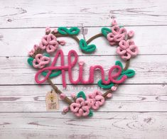 Wire Hanger Crafts, Wire Crafts, Felt Crafts, Diy And Crafts, Crochet Letters, Crochet Stars, Baby Deco, Spool Knitting, Crochet Wall Hangings