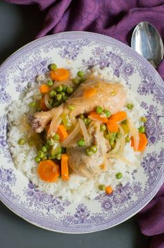 "Chilean Chicken Stew with peas and carrots ""Pollo Arvejado"". A traditional comfo… - Comida Faciles Y Rapida Fried Chicken Recipes, Meat Recipes, Asian Recipes, Cooking Recipes, Healthy Recipes, Ethnic Recipes, Recipies, Chilean Recipes, Chilean Food"