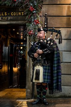 Edinburgh by Prêdo Santos, via Flickr