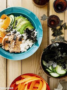 Sushi-kulho savulohesta | Kotivinkki Text: Suvi Rüster Pic: Sami Repo #sushi #bowl #salmon #avocado Acai Bowl, Eat, Breakfast, Ethnic Recipes, Sushi Bowl, Salmon Avocado, Yum Yum, Food, Acai Berry Bowl
