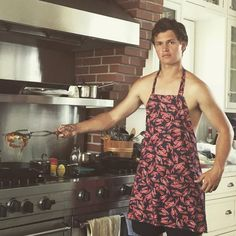 Ansel Elgort Couldn't Be More Perfect As He Shows Off His Cooking Skills… Shirtless! Ansel Elgort Baby Driver, Aesthetic People, Chris Pratt, Cute Actors, The Fault In Our Stars, Celebrity Gossip, Celebrity News, Cute Guys, Actors & Actresses