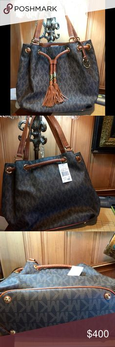NWT MK ROOMY JET SET BROWN GATHERED SIGNATURE TOTE NEED TO SELL NWT SIGNATURE MK BROWN JET SET BAG FROM MACYS MICHAEL Michael Kors Bags Totes