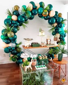 What a fab balloon arch for a tropical party The post 25 Balloon Ideas For Party appeared first on Dekoration. Cadeau Baby Shower, Deco Baby Shower, Baby Shower Jungle, Baby Shower Green, Baby Showers, Dinosaur Birthday Party, Birthday Kids, 1st Birthday Ideas For Boys, Diy Jungle Birthday