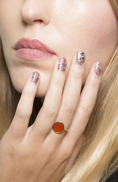 46 Popular Summer Nail Colors Ideas You Must Try Cute Summer Nail Designs, Cute Summer Nails, Simple Nail Designs, New Nail Polish, White Nail Polish, Gold Glitter Nails, Round Nails, Summer Acrylic Nails, French Tip Nails