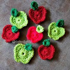 Ravelry: 2 Round Apple + Leaf pattern by Knot Sew Scribbly Crochet Apple, Crochet Deer, Crochet Fruit, Crochet Fall, Halloween Crochet, Free Crochet, Crochet Cupcake, Holiday Crochet, Irish Crochet