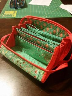 Bionic Gear Bag opened up. Small Sewing Projects, Sewing Hacks, Sewing Ideas, Sew Together Bag, Storage Pods, Clutch Pattern, Craft Bags, Purse Organization, Sewing Accessories