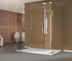 Un ambiente de ducha espectacular e ideal, con un plato de ducha rectangular y una mampara muy minimalista.