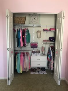 Fieldstone Lane is a home organizing business. We are sisters who provide organization, downsizing and simplification services for your home. Room Design Bedroom, Room Ideas Bedroom, Bedroom Decor, Cute Room Ideas, Cute Room Decor, Room Ideias, Deco Cool, Indie Room, Aesthetic Room Decor