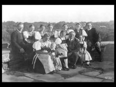 The real Von Trapp family pictures Sound Of Music Movie, My Music, Whiskers On Kittens, Julie Andrews, Elementary Music, Music Classroom, Teaching Music, Black And White Pictures, Music Education