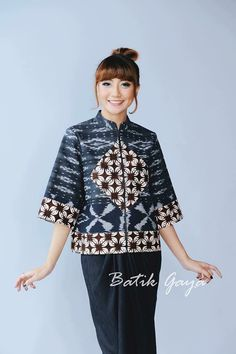 Batik Blazer, Blouse Batik, Batik Dress, Batik Fashion, Fashion Fabric, Traditional Fashion, Traditional Outfits, Mode Batik, Batik Solo