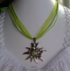 Edle Trachtenkette mit Edelweiß  Strass grün von Edelweiss51, €15.90.  I love edelweiss jewelry!