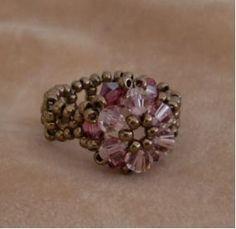 リングの完成です。 #5301 ヴィンテージローズ #5301 ローズサテン 丸小  アンティークブロンズ を使用しました。 Brooch, Rings, Floral, Handmade, Accessories, Jewelry, Design, Jewerly, Hand Made
