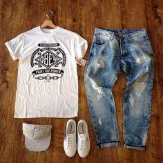 Jeans Destroyed T-shirt - OBEY Snapback - CAYLER & SONS Scarpe - SUPERGA
