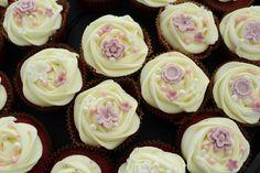 Sweet cupcakes (pink & lavander) Sweet Cupcakes, Lavander, Homemade Cakes, Desserts, Pink, Food, Tailgate Desserts, Deserts, Hot Pink