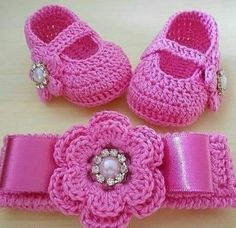I love this unique pattern crochet baby blanket. Crochet Baby Sandals, Crochet Shoes, Crochet Baby Booties, Crochet Slippers, Crochet Clothes, Baby Shoes Pattern, Baby Patterns, Crochet Baby Blanket Beginner, Baby Knitting