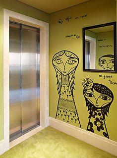 No projeto da arquiteta Bruna Riscali, o ambiente ganhou caricaturas da família grafitadas pelo artista Bruno Dias