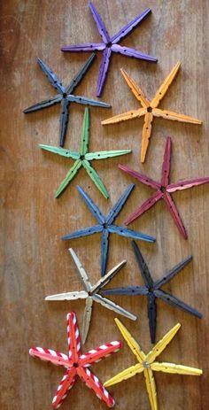 décoration murale en pinces à linge en bois coloré en forme d'étoiles de mer