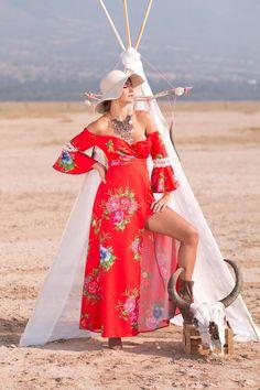 Vestido Flores $2,249 Sombrero $420 Botines $1,185 Collar $499 <3