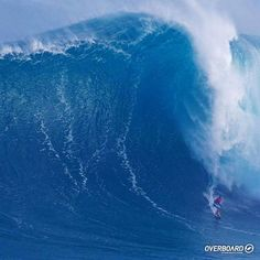 Enquanto todo mundo olhava para Waimea, Yuri Soledad surfou a onda que está sendo cotada como a maior já surfada em Jaws. // foto: John Patao #overboard#picoftheday #Jaws #surf