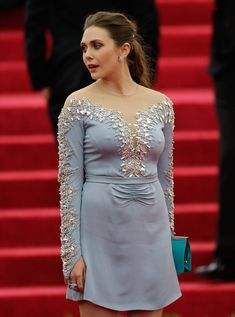Elizabeth Olsen joined the Marvel MCU in the film Captain America: The Winter Soldier in a post-credit scene. She later played a major role in the film Marvel's Avengers: Age of Ultron Olsen continues to play the role in numerous Marvel films. Elizabeth Olsen Scarlet Witch, Queen Elizabeth, Top Celebrities, Celebs, Elisabeth, Dress Images, Hollywood Actresses, Dame, Portraits
