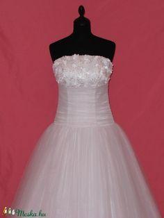 Csipkés menyasszonyi ruha (nicoledesign) - Meska.hu Wedding Dresses, Fashion, Bride Dresses, Moda, Bridal Gowns, Fashion Styles, Wedding Dressses, Bridal Dresses
