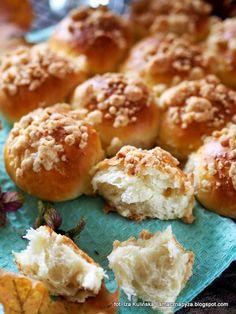 maslane-buleczki-drozdzowe-z-kruszonka