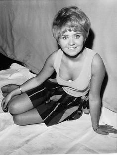 TO SIR WITH LOVE 1967 - LULU SINGS Cilla Black, Petula Clark, Dusty Springfield, Female Dancers, Celebrities Then And Now, British, Andy Gibb, Got The Look, Amy Winehouse