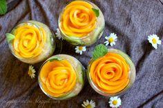 Przepisy Kulinarne: Owocowy deser z szałwii hiszpańskiej (nasion chia) z kwiatami z brzoskwiń