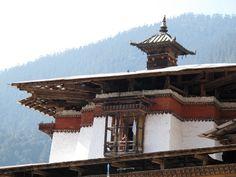 Der Blick von dort oben ist auch nicht schlecht. Foto: Doris Bhutan, Stuck, Big Ben, Cabin, House Styles, Building, Home Decor, Photos, Cabins