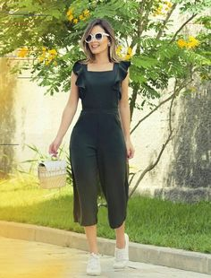 Enterizo Hijab Fashion, Girl Fashion, Fashion Dresses, Simple Dresses, Casual Dresses, Chic Outfits, Summer Outfits, Kurti Designs Party Wear, Western Outfits