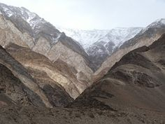 Side Valley scene near Pangong Tso Winding Road, Mount Everest, Scene, Journey, Mountains, Blog, Travel, Viajes, Trips