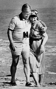 Loki und Helmut Schmidt waren 68 Jahre lang verheiratet. Hier 1981 bei gemeinsamen Ferien auf Sannibel Island, USA. Schmidt war damals deutscher Bundeskanzler.