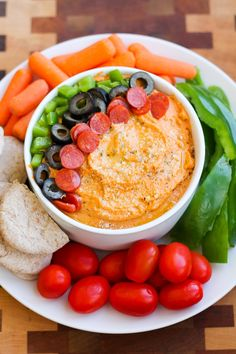 Pizza Hummus is a simple homemade hummus recipe with flavors of pizza, topped with your favorite pizza toppings! Serious question: is there anybody that exists in the world who doesn't like pizza? Hummus Flavors, Hummus Ingredients, Pizza Flavors, Pizza Recipes, Vegan Recipes, Snack Recipes, Easy Recipes, Cooking Recipes, Healthy Afternoon Snacks