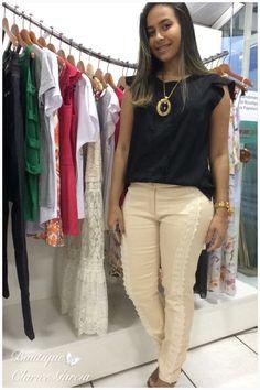 Calça com detalhe em guipir + blusa viscose com strech.✌️      Vendas WhatsApp (21)98072-9836               #vempraboutique #boutiqueclaricegarcia #vcsemprenamoda #duquedecaxias #jardimprimavera   #lancamento #colecao #primavera #verao #look #lookdodia #tendencia #bomdia #life #style  #ativo #otimista #inspiracao #referencias #roupas #compras #setembro #calça #blusa #biju #bijoux #guipir