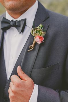 Succulent and rose boutonniere @weddingchicks