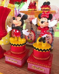 Mickey e Minnie na fazenda! ❤️#mimosdeluxo #personalizados #mimosamaisfestas #mickey #minnie #mickeyeminnie Baby Mickey, Mickey Party, Girl Birthday, Minnie Mouse, Special Occasion, Alice, Birthdays, Clay, Disney