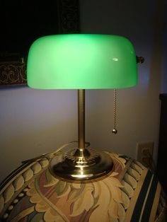 Vintage Emerald Green Glass & Brass Classic Banker's Lawyer's Desk Table Lamp