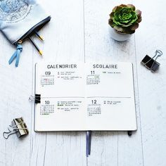 Example of a school calendar spread that you can do in your bullet journal. important dates, such as holidays and the first day of classes, are highlighted. Bullet Journal Travel, Bullet Journal Banner, Bullet Journal Cover Page, Bullet Journal 2019, Bullet Journal School, Bullet Journal Layout, Journal Covers, Bullet Journal Inspiration, Journal Ideas