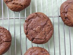 Recipe for vegan chocolate cookies, a lightened up version of the classic chocolate cookies using partially whole wheat flour and reduced fat. Vegan Treats, Vegan Desserts, Vegan Recipes, Dessert Recipes, Vegan Chocolate Cookies, Whole Food Recipes, Food To Make, Baking, Vegane Rezepte