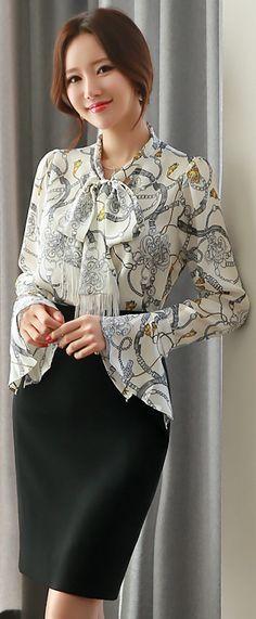 StyleOnme_Gold Chain Detail Slim Fit Pencil Skirt #elegant #black #pencilskirt #koreanfashion #feminine #officelook #kstyle #seoul #springtrend #kfashion