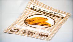 Bakkerij Both; Een poster in een ambachtelijke (bakker) stijl waarin het lekkerste biologische saucijzenbroodje van Nederland – het Baambrug's Big Broodje – wordt gepromoot.