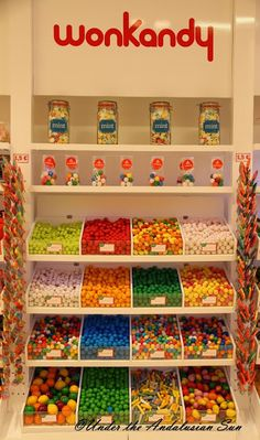 Candy Store Design, Candy Store Display, Retail Store Design, Candy Room, Candy Videos, Supermarket Design, Chocolate Shop, Sleepover Party, Candy Gifts