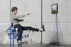 El trabajo de oficina nos condena a adoptar una postura sedentaria que afecta negativamente a nuestra salud y reprime la expresividad natural de nuestro cuerpo. Segregation of joy, del diseñador holandés Govert Flint, explora las posibilidades de una silla dinámica que se reconfigura al compás de nuestros movimientos y que se comunica con el ordenador a través de una interfaz gestual.