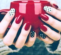 BLACK AND WHITE NAILS PHOTOS 2018 We as a whole get a kick out of the chance to brag that we have a lovely and looked after Nails. In this way, we now demonstrate to you the best Nail Art and Nail Designs 2018 with the most recent pictures of nai Black White Nails, Black Nail Art, Red Black, Black And White Nail Designs, Black Dots, Nail Art Soirée, Party Nail Design, Nails Design, Dots Design